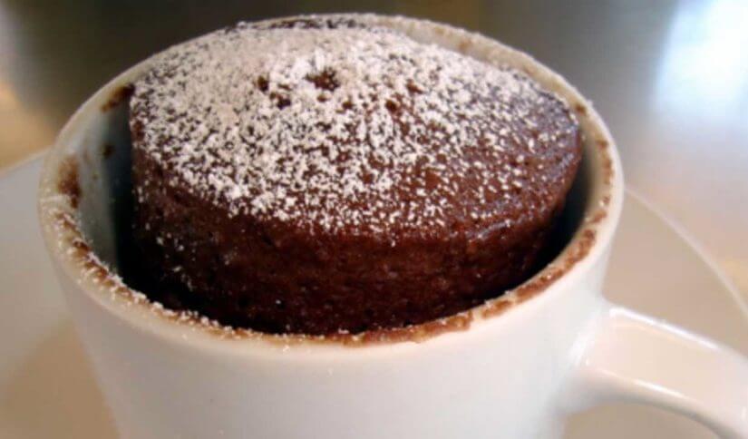 Čokoladni kolač u šalici