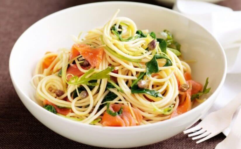 Špageti s avokadom i dimljenim lososom