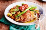 Piletina omotana pancetom s krumpirima i salatom od šparoga
