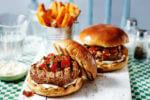 Ljuti burgeri sa salsa umakom i prutićima od batata