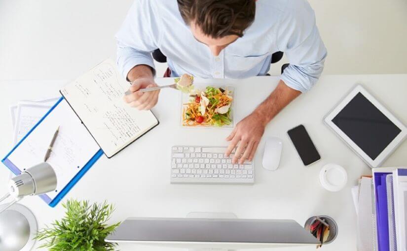 Nevjerojatan razlog zbog kojegbiste na poslu trebali ručati sa svojim kolegama!