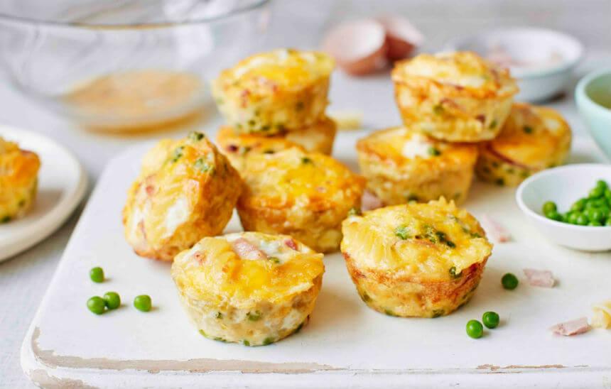 Slani muffini od tjestenine, šunke i graška