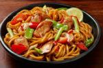 Piletina s tjesteninom i povrćem u slatkom umaku