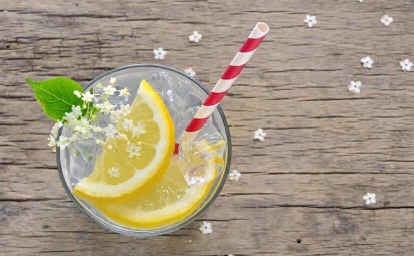 Ovo je razlog zbog kojeg ne biste trebali stavljati kriške limuna u svoje piće