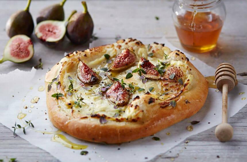 Slatko-slana pizza sa smokvama i sirom