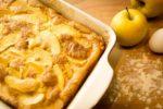 Bijeli kolač s jabukama i cimetom
