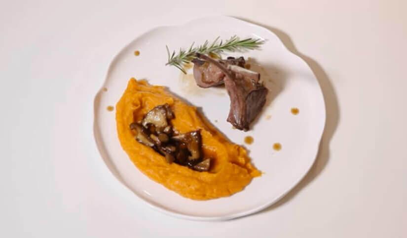 Janjeći kotleti s pireom od batata i shitake gljivama