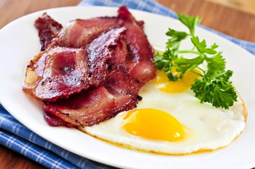 slanina-i-jaja
