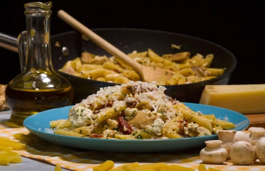 tjestenina-s-piletinom-na-mediteranski