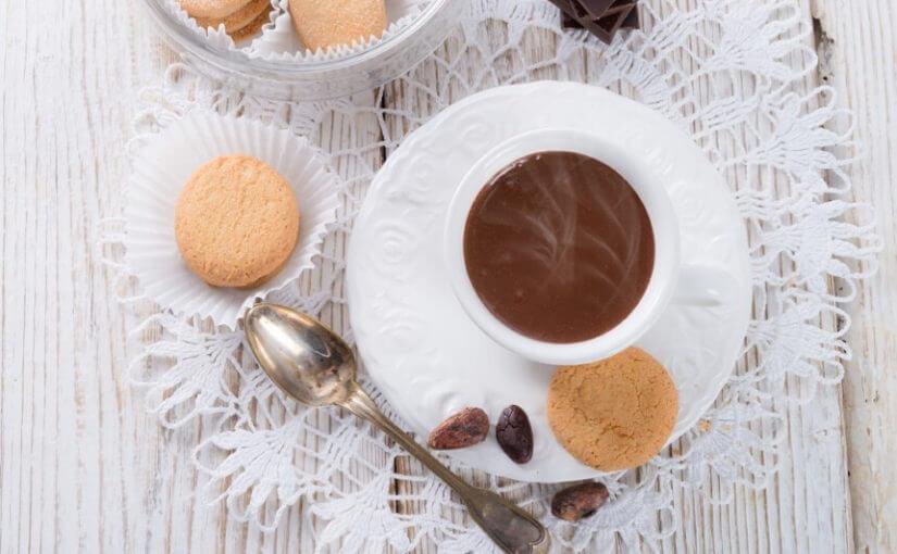 vruca-cokolada-s-keksima