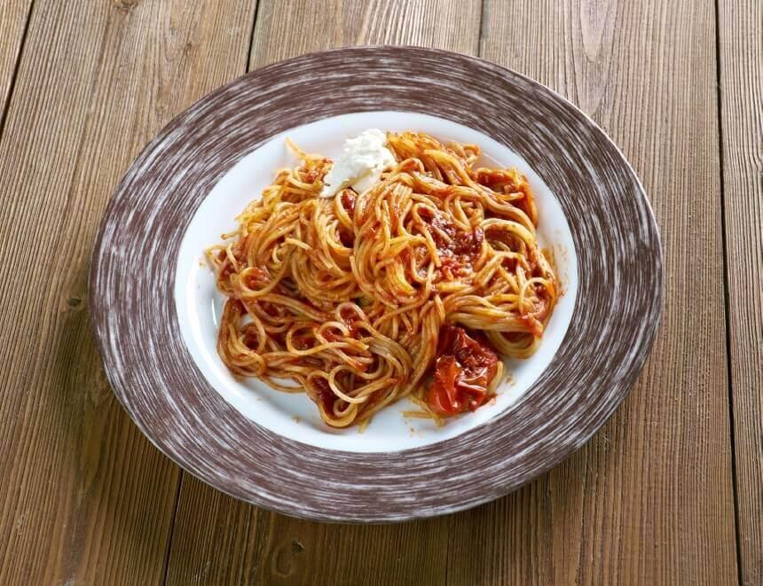 spageti-s-umakom-od-rajcice