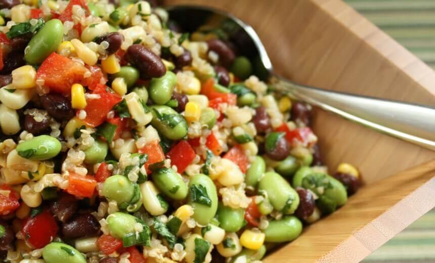 grah-salata-s-kukuruzom-paprikom-i-avokadom