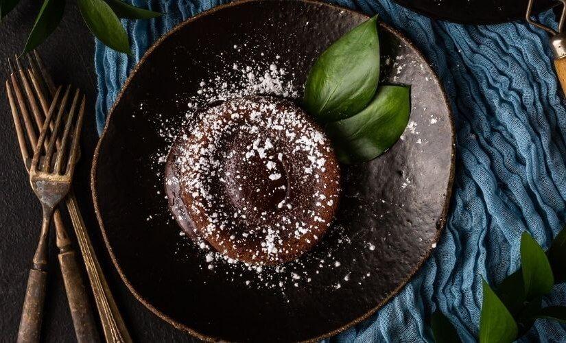Kolač s pudingom od čokolade i kokosom